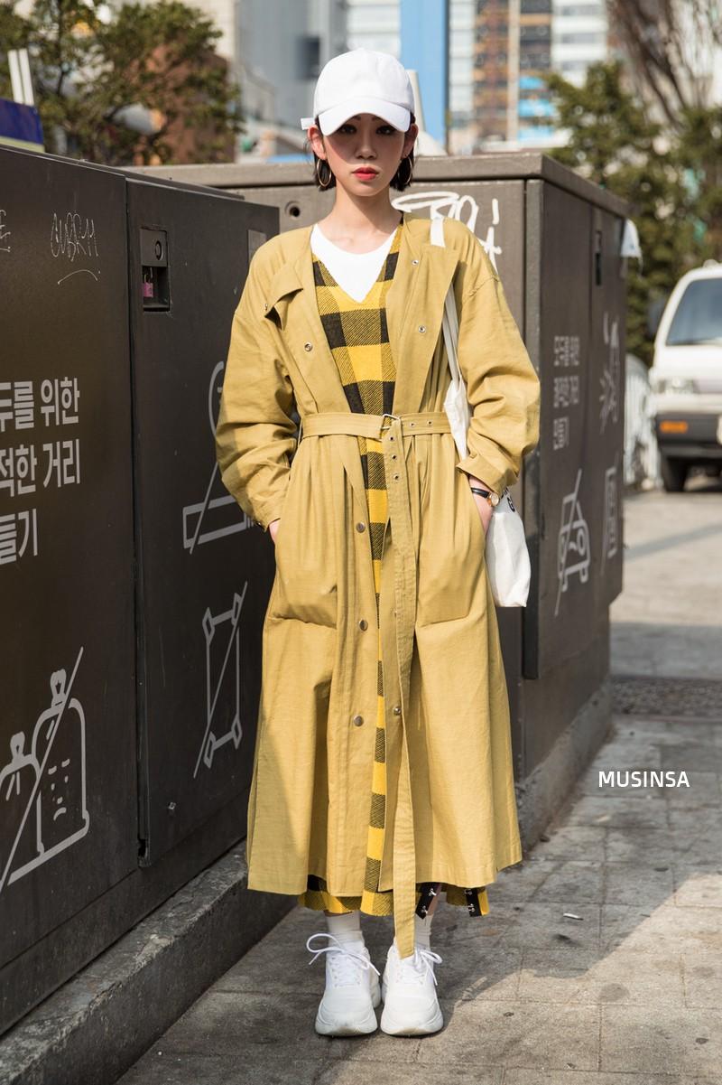 Xem ảnh xong, bạn sẽ chẳng thiết sắm đồ cầu kỳ nữa mà chỉ muốn diện toàn đồ basic như giới trẻ Hàn - Ảnh 9.