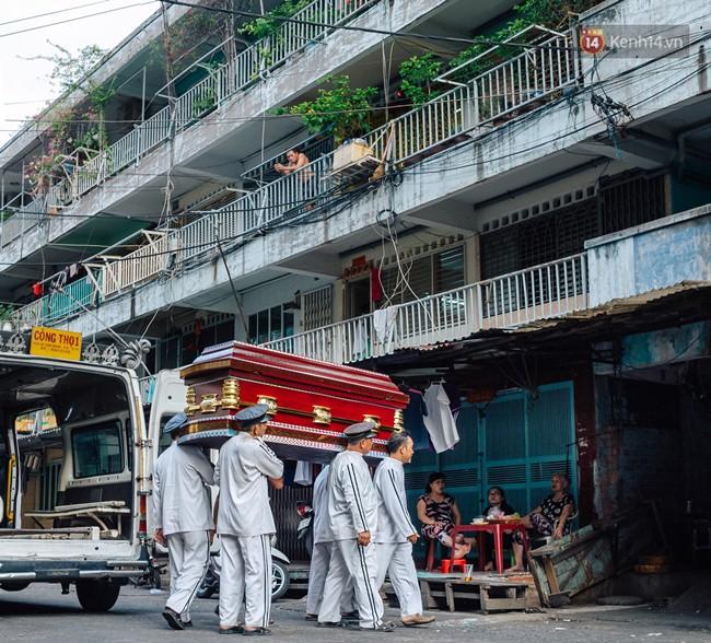 Chùm ảnh: Cuộc sống của những người hơn 4 thập kỷ bên trong các chung cư hạng C giữa Sài Gòn - Ảnh 13.