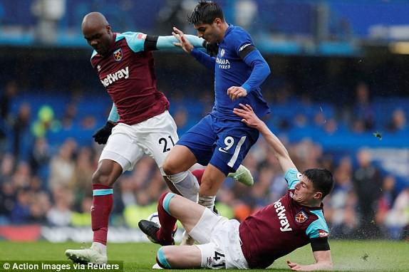 Chelsea 1-1 West Ham: Morata thi đấu nhạt nhòa, ghế của Conte lung lay dữ đội - Ảnh 3.