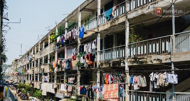 Chùm ảnh: Cuộc sống của những người hơn 4 thập kỷ bên trong các chung cư hạng C giữa Sài Gòn - Ảnh 15.