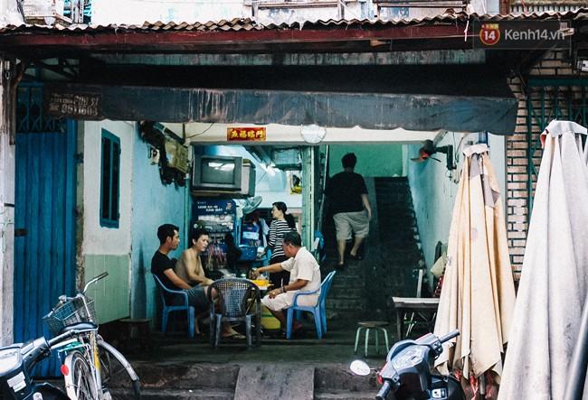 Chùm ảnh: Cuộc sống của những người hơn 4 thập kỷ bên trong các chung cư hạng C giữa Sài Gòn - Ảnh 5.