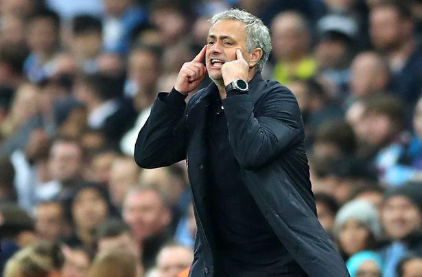 Mourinho đã nói gì ở giữa hiệp, giúp cầu thủ Man Utd lột xác hạ Man City? - Ảnh 2.
