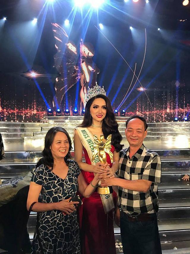 """Hoa hậu Hương Giang nhắn gửi cộng đồng LGBT+: """"Dù bạn là ai, tương lai của tôi bây giờ cũng có thể là tương lai của bạn"""" - Ảnh 2."""