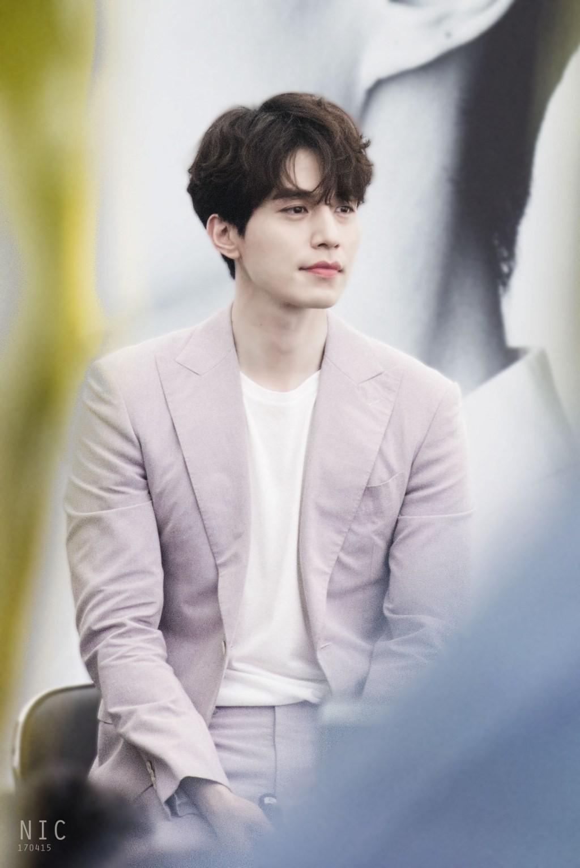 Lee Dong Wook lộ ảnh quá khứ một trời một vực so với hiện tại: Liệu có dao kéo để trùng tu nhan sắc? - Ảnh 13.