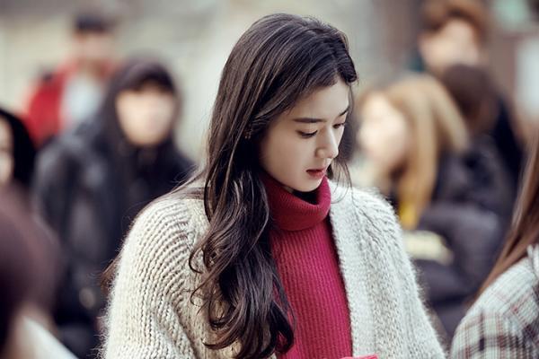 Nữ diễn viên U40 vô danh bỗng được chú ý: Trẻ khó tin, xinh như nữ thần Kpop, nhưng lại có thần thái minh tinh - Ảnh 12.