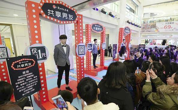 Hàn Quốc cho thuê oppa, Trung Quốc cũng có dịch vụ thuê soái ca đi siêu thị, xách túi chụp hình cùng các chị em - Ảnh 1.