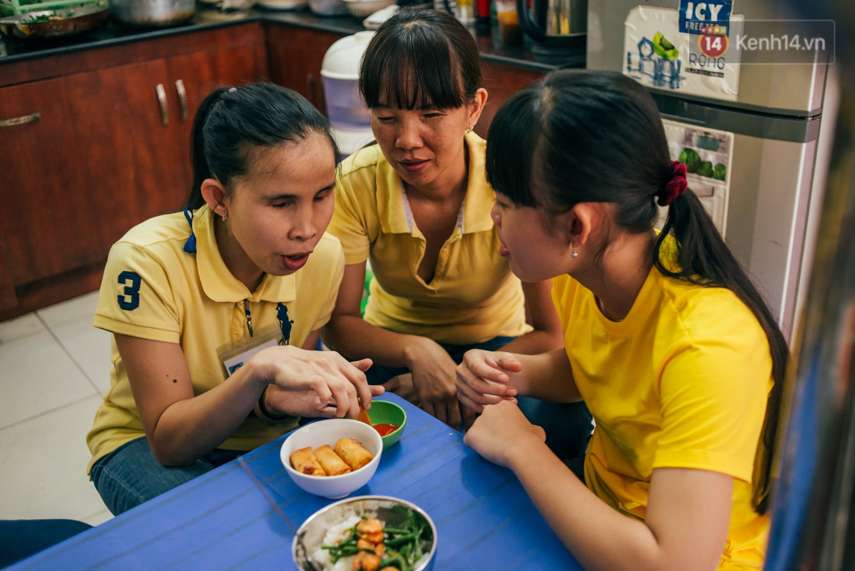 Câu chuyện cảm động phía sau cơ sở massage ở Sài Gòn với nhân viên và ông chủ đều là người khiếm thị - Ảnh 7.