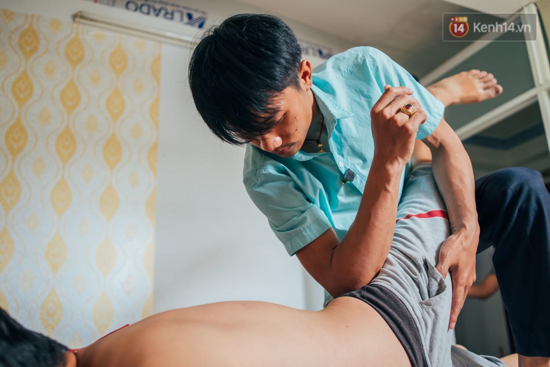 Câu chuyện cảm động phía sau cơ sở massage ở Sài Gòn với nhân viên và ông chủ đều là người khiếm thị - Ảnh 5.