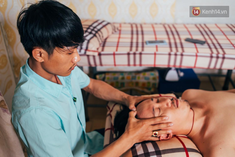 Câu chuyện cảm động phía sau cơ sở massage ở Sài Gòn với nhân viên và ông chủ đều là người khiếm thị - Ảnh 2.