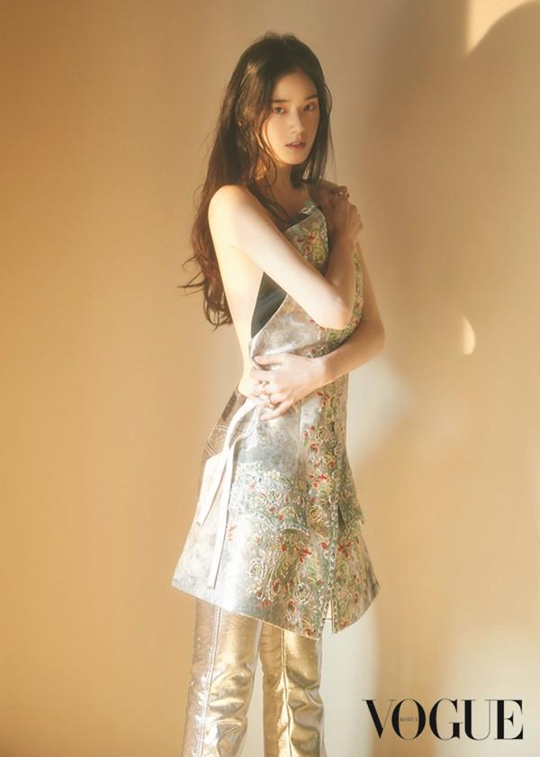 Nữ diễn viên U40 vô danh bỗng được chú ý: Trẻ khó tin, xinh như nữ thần Kpop, nhưng lại có thần thái minh tinh - Ảnh 4.