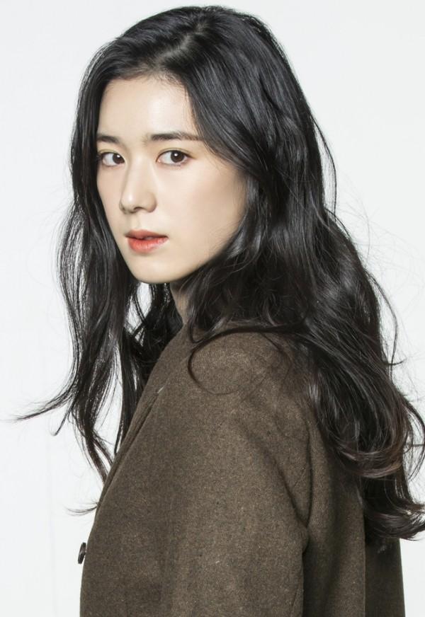 Nữ diễn viên U40 vô danh bỗng được chú ý: Trẻ khó tin, xinh như nữ thần Kpop, nhưng lại có thần thái minh tinh - Ảnh 7.
