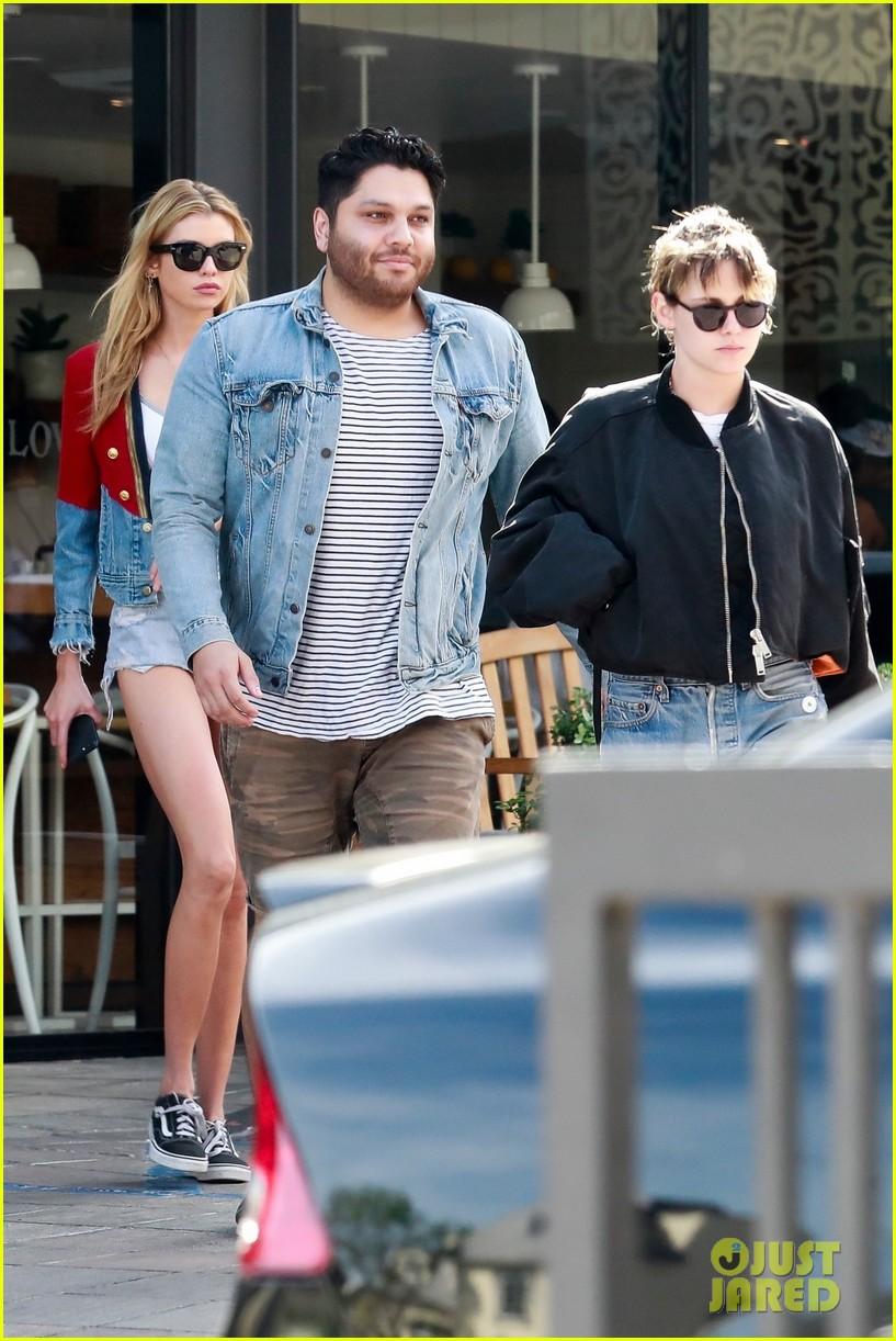 Kristen Stewart cùng người yêu đồng giới diện áo mát mẻ, thả rông vòng 1 trên phố - Ảnh 5.
