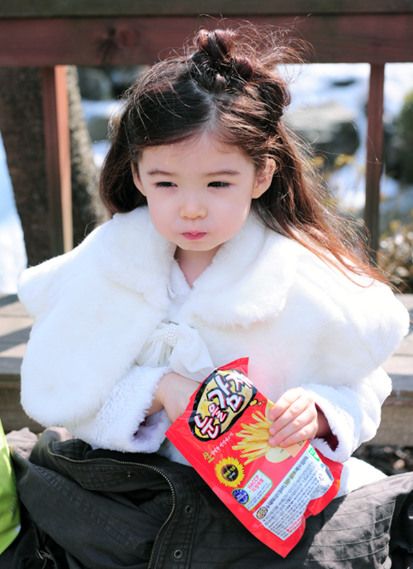 Cô bé lai Hàn từng khiến dân tình điên đảo vì vẻ đẹp xuất chúng, nổi tiếng từ thuở lên 3 bây giờ ra sao? - Ảnh 3.