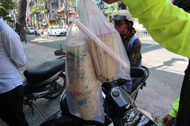 Dù chỉ là trà sữa ven đường nhưng các hàng này ở Sài Gòn lại hút khách hơn cả những thương hiệu lớn - Ảnh 2.