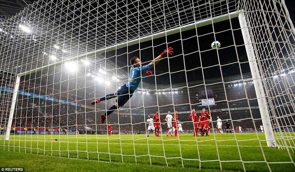 James Rodriguez ghi bàn và kiến tạo trong chiến thắng của Bayern - Ảnh 5.