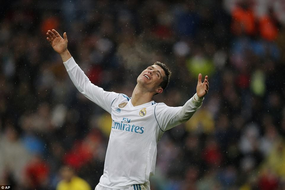 Ronaldo hết thời rồi - Ảnh 2.