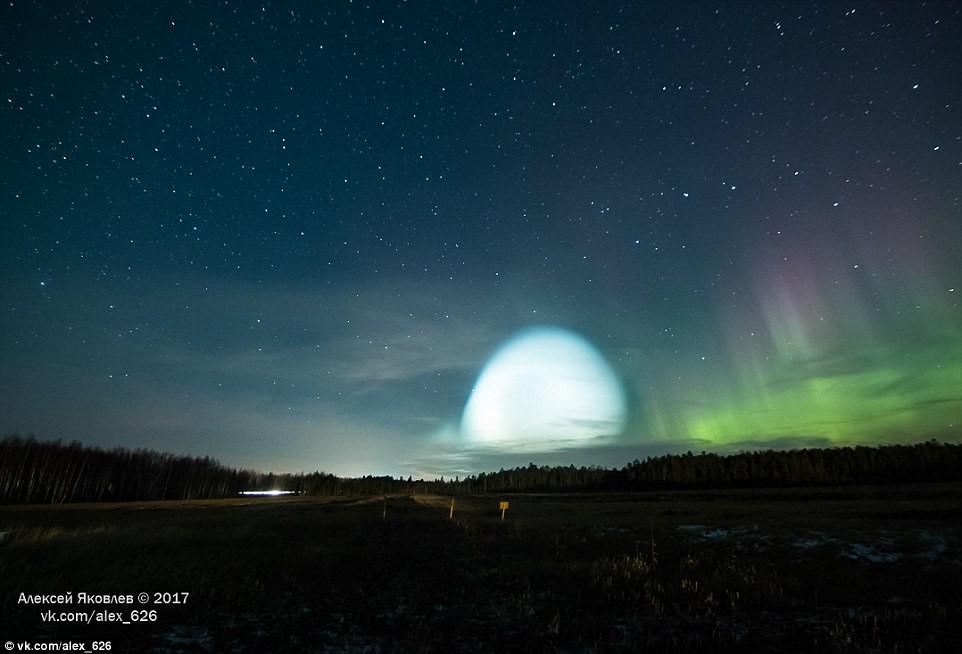 Bí ẩn quả cầu rực sáng giữa trời đêm Siberia - phải chăng người ngoài hành tinh đã đến? - Ảnh 3.