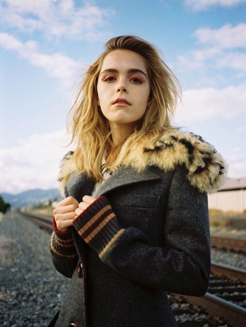 Tất tần tật những điều bạn cần biết về sắc đẹp và tài năng của cô phù thủy nhỏ Sabrina Kiernan Shipka - Ảnh 6.