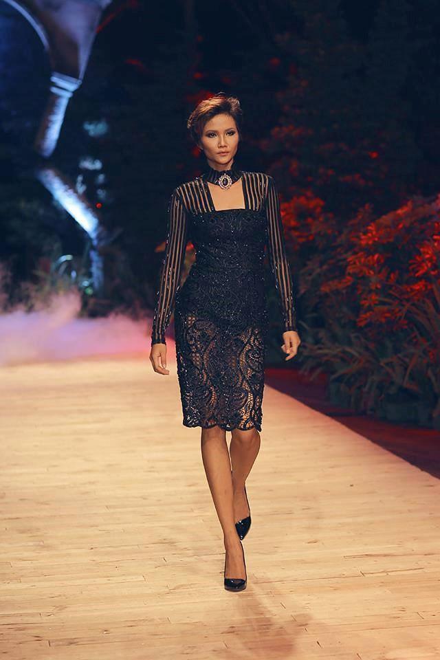Trước khi đăng quang Hoa hậu, HHen Niê đã là một người mẫu sáng giá với những khoảnh khắc catwalk xuất thần như thế này đây - Ảnh 14.