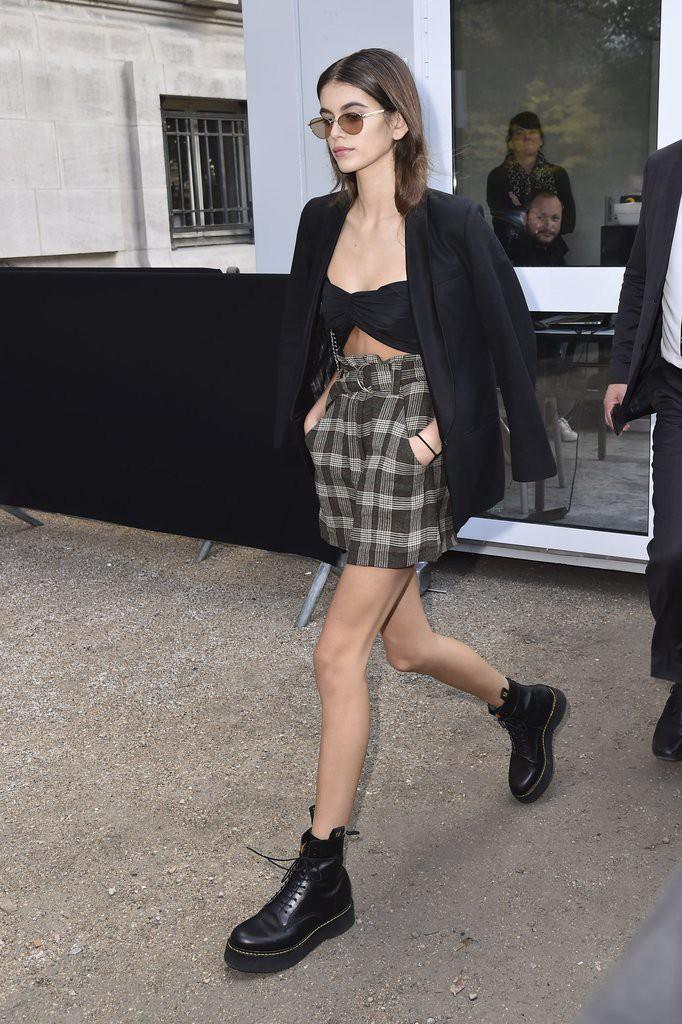 Mới 16 tuổi đã mặc đẹp thế này, Kaia Gerber hẳn sẽ sớm trở thành ngôi sao street style không kém cửa Kendall, Gigi - Ảnh 6.