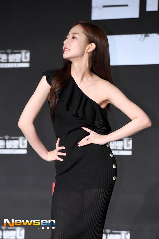 Chính thức trở lại, nữ hoàng dao kéo Park Min Young giờ đã đẹp đến ngưỡng đỉnh cao, khoe dáng siêu nuột - Ảnh 10.