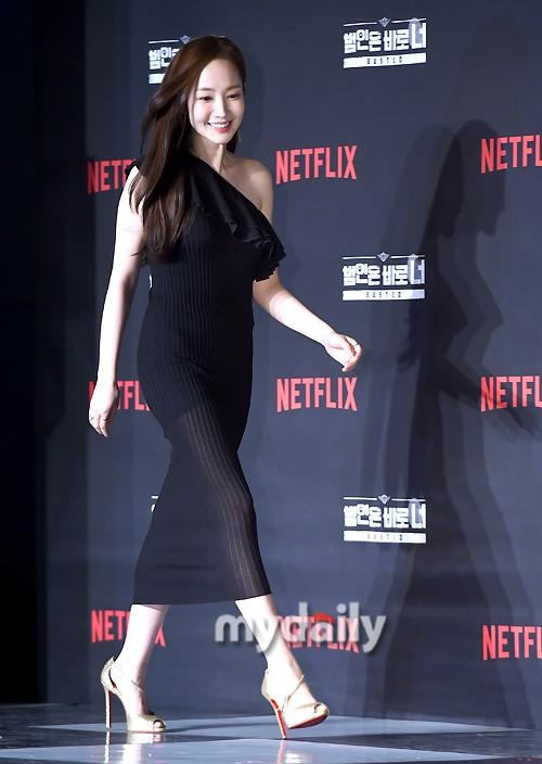 Chính thức trở lại, nữ hoàng dao kéo Park Min Young giờ đã đẹp đến ngưỡng đỉnh cao, khoe dáng siêu nuột - Ảnh 1.