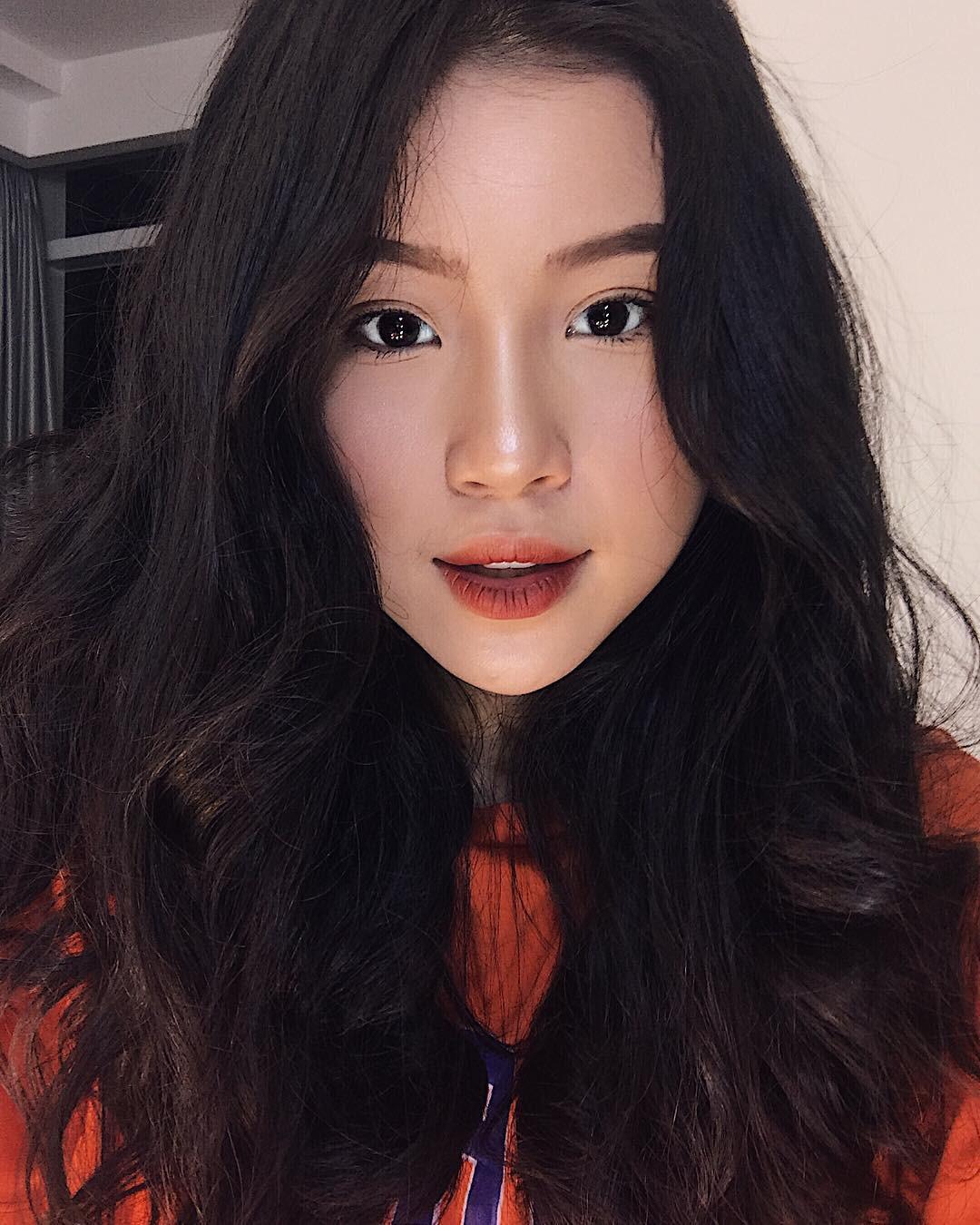 Xinh như búp bê và có nụ cười tươi rói, cô bạn sinh năm 1998 này đang cực hot trên Instagram Việt Nam - Ảnh 3.