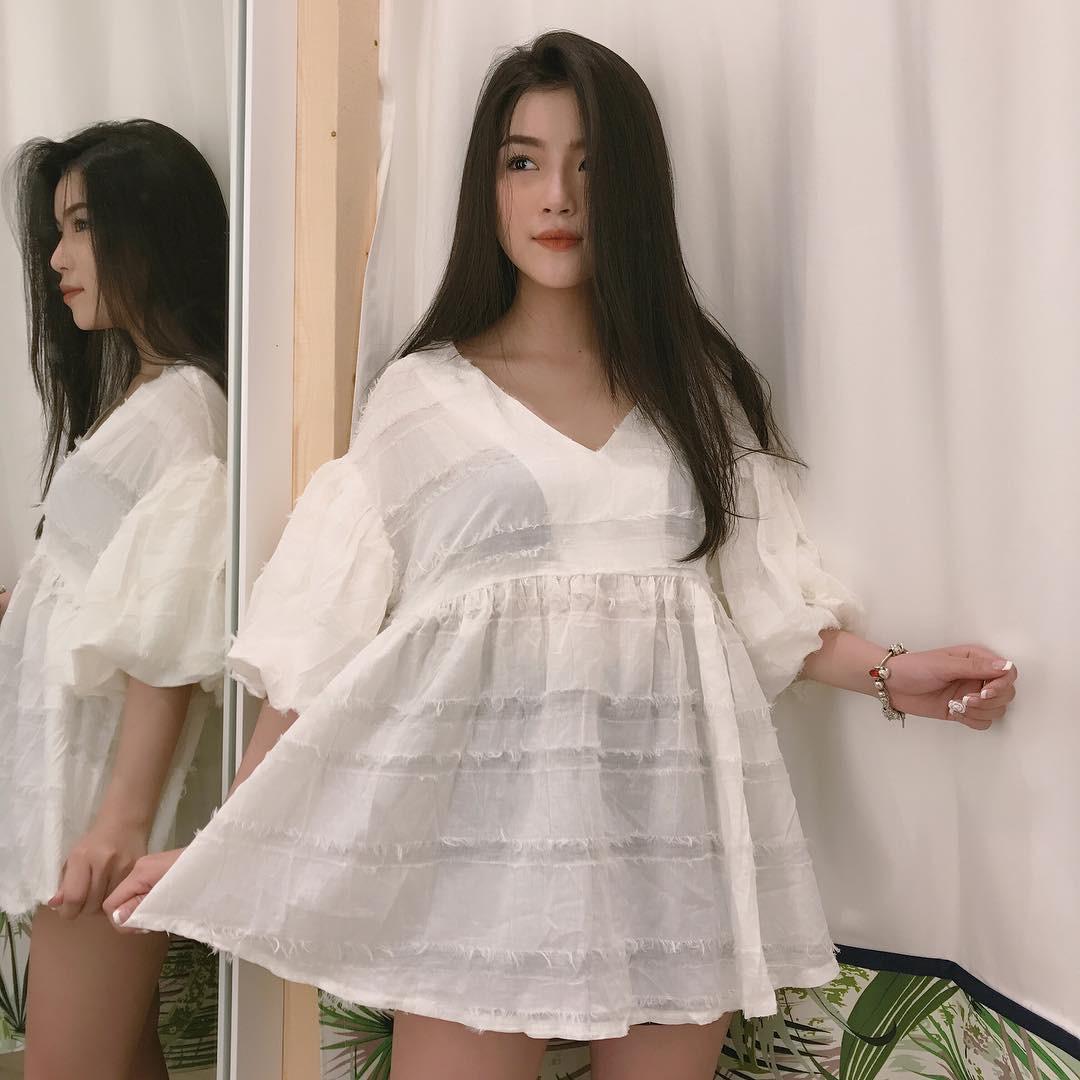 Xinh như búp bê và có nụ cười tươi rói, cô bạn sinh năm 1998 này đang cực hot trên Instagram Việt Nam - Ảnh 4.