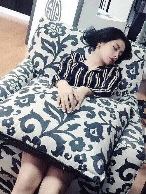 1001 dáng ngủ siêu khó đỡ của sao Việt: Cứ đặt lưng xuống là ngủ bất kể địa hình! - Ảnh 10.