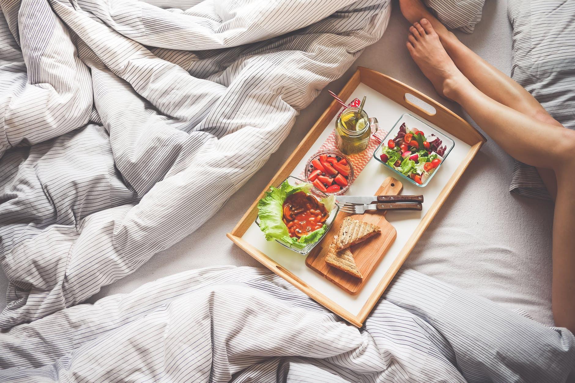 Những thói quen ăn uống giúp bạn cảm thấy tràn trề năng lượng suốt cả ngày - Ảnh 2.