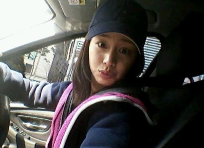 Loạt ảnh đối lập của Kim Tae Hee minh chứng: Selfie ảo diệu nhiều khi còn không đẹp bằng người qua đường chụp - Ảnh 4.