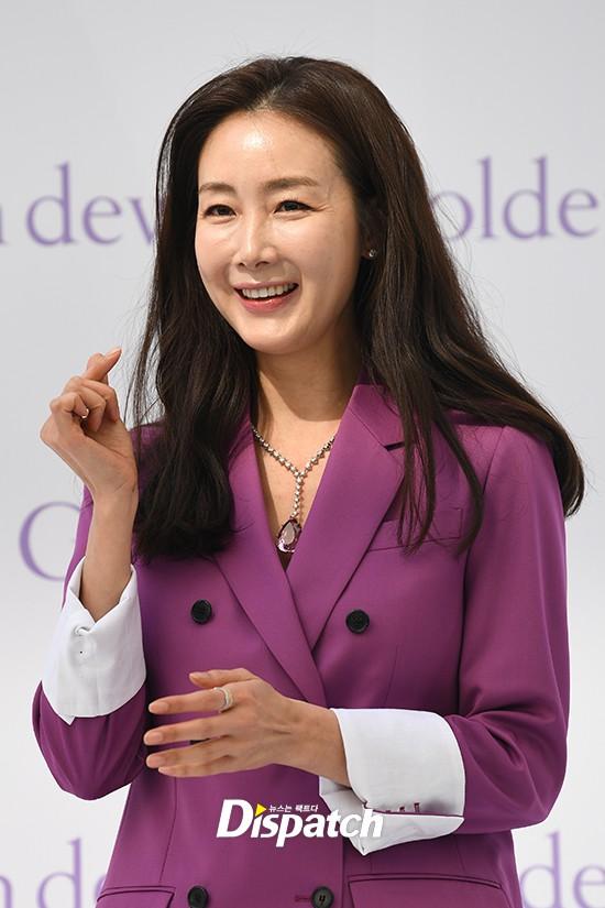 Lần đầu xuất hiện chính thức sau cưới, đại mỹ nhân Choi Ji Woo như bà hoàng tại sự kiện - Ảnh 8.