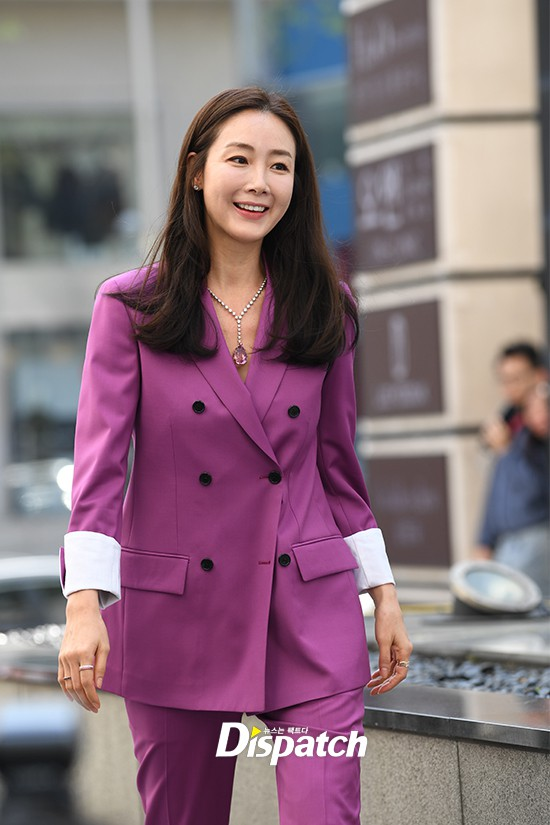 Lần đầu xuất hiện chính thức sau cưới, đại mỹ nhân Choi Ji Woo như bà hoàng tại sự kiện - Ảnh 1.