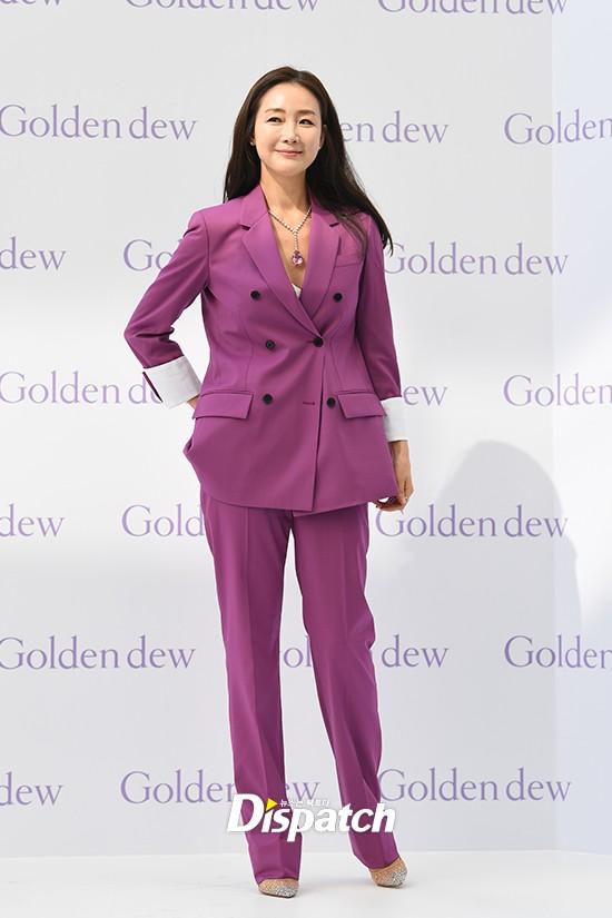 Lần đầu xuất hiện chính thức sau cưới, đại mỹ nhân Choi Ji Woo như bà hoàng tại sự kiện - Ảnh 3.