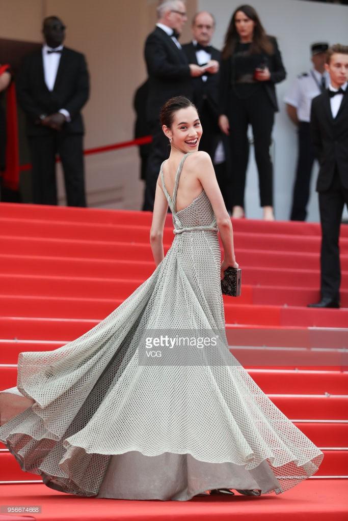Không phải Phạm Băng Băng, đây mới là mỹ nhân châu Á có những khoảnh khắc thần sầu nhất tại thảm đỏ Cannes - Ảnh 16.