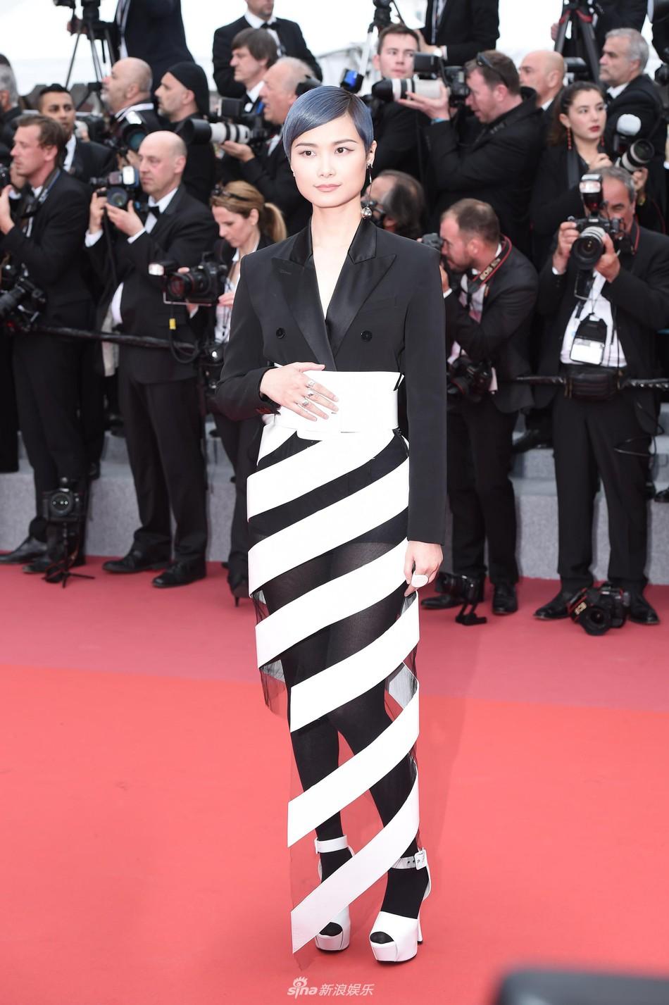 Thảm đỏ LHP Cannes ngày 2: Bồ cũ G-Dragon lộ vòng 1 lép kẹp, lu mờ trước sao nữ ngực khủng làm trò lố - Ảnh 7.
