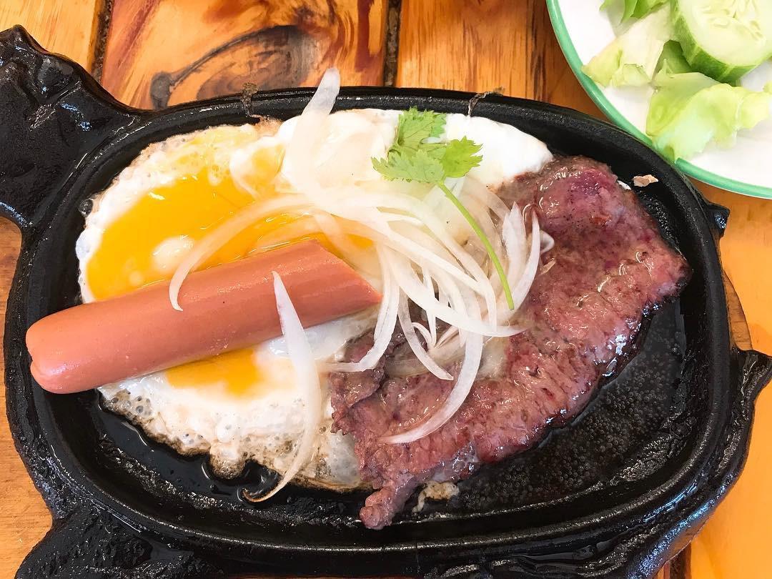 Nếu bạn là tín đồ của các món ăn từ thịt bò thì nhất định đừng bỏ qua các món này ở Sài Gòn - Ảnh 1.