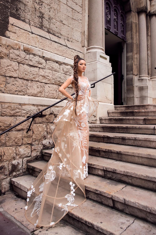 Sau váy áo Lọ Lem, Lý Nhã Kỳ tóc thắt bím hóa Báo đen quyền lực trên thảm đỏ Cannes ngày 2 - Ảnh 9.