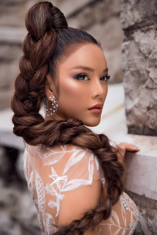 Ngày 3 lên thảm đỏ Cannes, Lý Nhã Kỳ chuyển hẳn sang tông tím từ váy áo đến makeup chuẩn quý cô thập niên 80 - Ảnh 14.