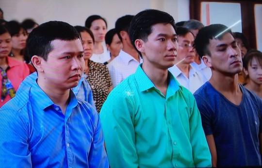 Cựu giám đốc BV Hòa Bình xuất cảnh trước phiên xử vụ 8 người chạy thận tử vong - Ảnh 2.