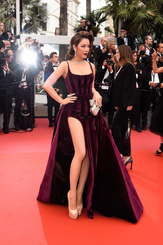 Ngày 3 lên thảm đỏ Cannes, Lý Nhã Kỳ chuyển hẳn sang tông tím từ váy áo đến makeup chuẩn quý cô thập niên 80 - Ảnh 5.