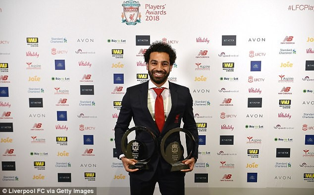 Mohamed Salah ngồi máy bay riêng đến London nhận hat-trick danh hiệu - Ảnh 3.