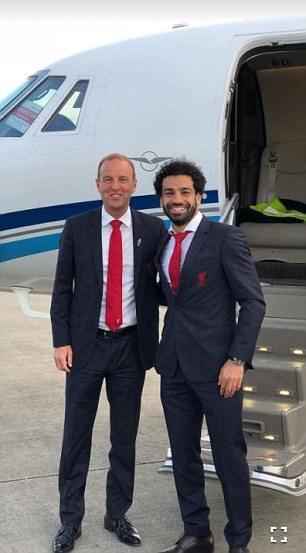Mohamed Salah ngồi máy bay riêng đến London nhận hat-trick danh hiệu - Ảnh 2.