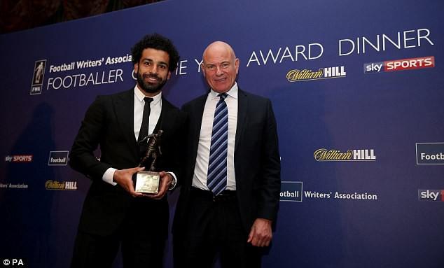 Mohamed Salah ngồi máy bay riêng đến London nhận hat-trick danh hiệu - Ảnh 1.