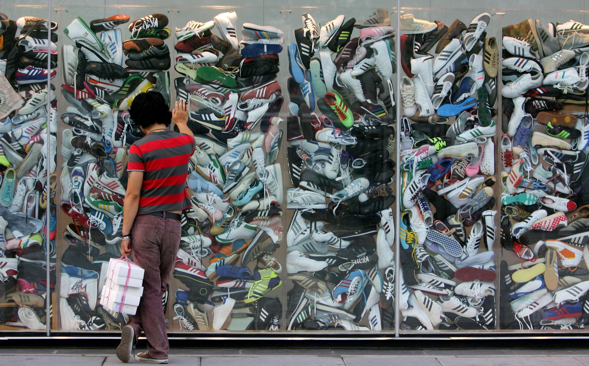 CEO của adidas khẳng định có đến 10% sản phẩm adidas tại châu Á là hàng fake! - Ảnh 1.