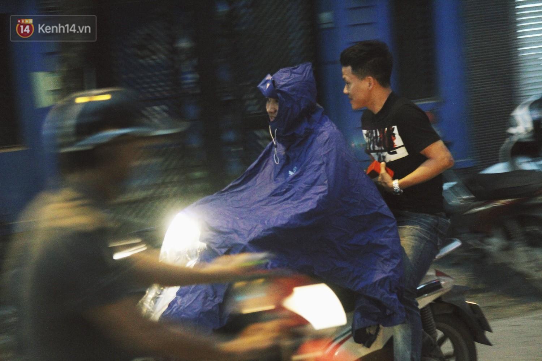Sau bao ngày nắng nóng đổ lửa, Hà Nội đã có mưa trên diện rộng - Ảnh 5.