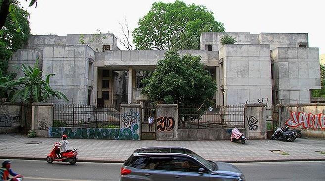 Người bảo vệ canh giữ ngôi nhà 300 Kim Mã bị bỏ hoang suốt 27 năm tiết lộ về thông tin ngôi nhà có ma - Ảnh 1.