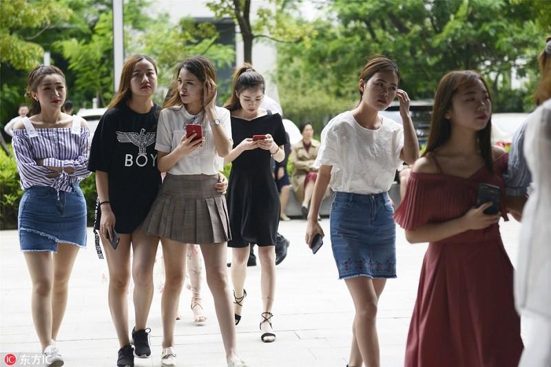 Thăm thú lò đào tạo hotgirl mạng xã hội lớn nhất xứ Hoa: Chả thấy học gì, chỉ thấy selfie - Ảnh 1.