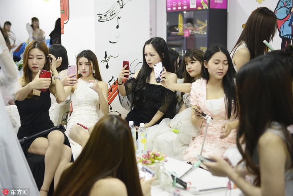 Thăm thú lò đào tạo hotgirl mạng xã hội lớn nhất xứ Hoa: Chả thấy học gì, chỉ thấy selfie - Ảnh 5.
