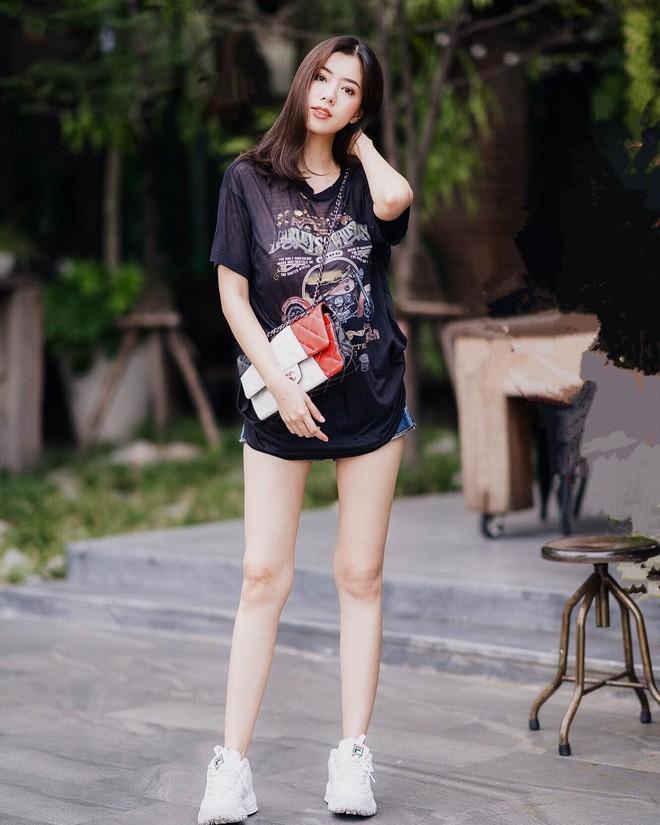 Các quý cô châu Á thi nhau khoe chân dài, eo thon trong loạt street style đầu hè - Ảnh 13.